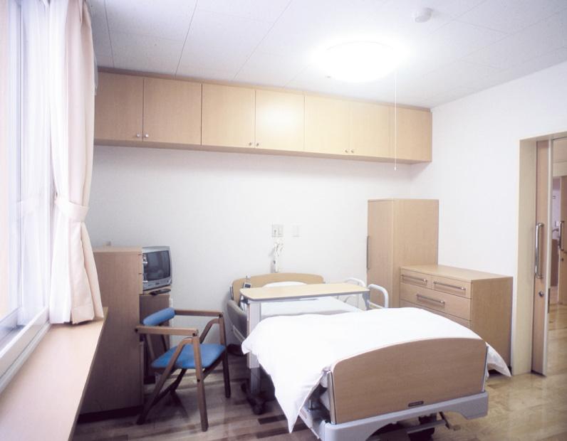 居室 広さ17.5㎡(約11畳)、各自トイレ・洗面所があります。使い慣れた家具等の持ち込みもできます