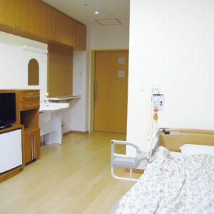 居室 完全個室となっている居室内はプライバシーが守られ、自由な時間が過ごせる空間です。使い慣れた家具や、座椅子などの持ち込みが可能です