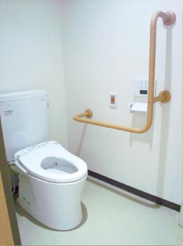 車イスの方もそのままご利用になれる洗面所やバリアフリーのトイレ