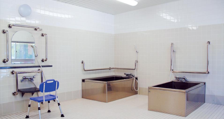 一般浴室 多床室の利用者でも、家庭に近い浴槽で入浴を楽しんでいただけます